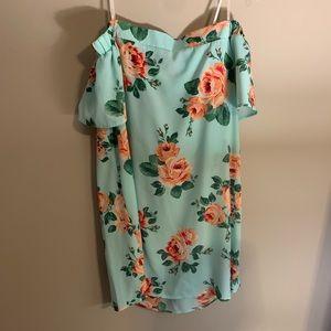 Floral off-the-shoulder dress 🌸